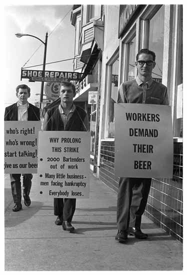That's our kind of protest! Men protest beer strike, 1965. (Photo by David C. Paterson of The Province, via the Vancouver Public Library - Image ID: 44804)