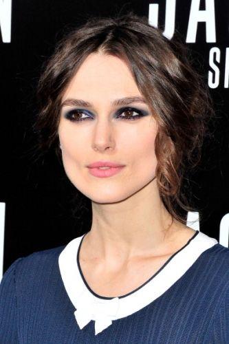 Keira Knightley's Smoky, Shimmering Navy Eye Makeup | Beauty Blitz