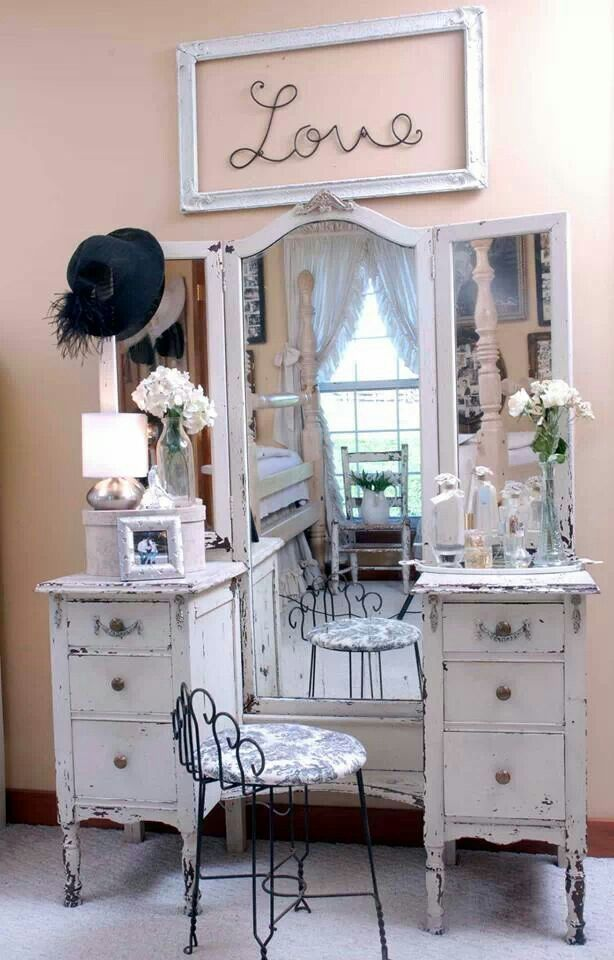 21 best images about 1940 39 s shabby chic make up vanity on pinterest painted cottage two tones. Black Bedroom Furniture Sets. Home Design Ideas