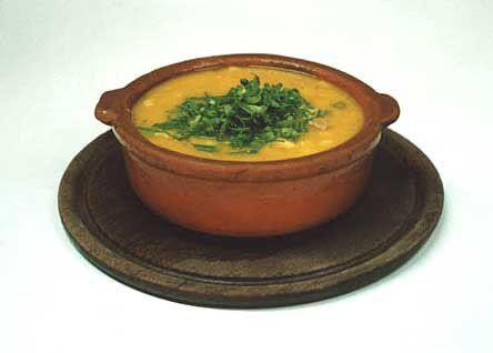 ロクロ (Locro) アルゼンチン、サルタ地方の代表的な料理。つぶした白とうもろこしを長時間煮込み肉その他の野菜をいれたもの。かぼちゃ、チョーリソ、豆類を入れたのもあります。