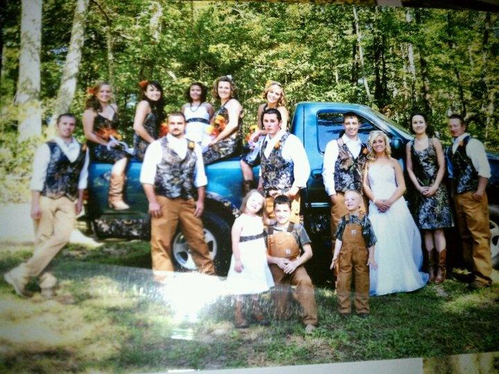 Best Friendu0027s Camo Wedding