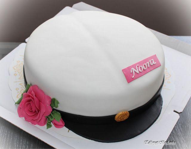 Kaunis yo-kakku lakkiaisjuhlaan.   Kakkupuoti MariAnnika.  Välineet kakkujen valmistukseen: www.heirol.fi