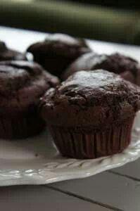 Muffin... chocolade en  bieten. Zonder suiker en tarwe. Recept: http://voedzo.nl/recepten/choco-rode-bieten-muffins/