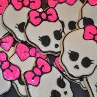 Bite it! Skull cookies
