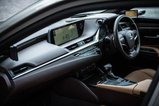 Interior Lexus Es 300h With Digital Side View Monitor Eu Spec 2020 In 2020 Lexus Es Lexus Monitor