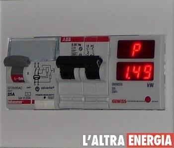 Sistema domotico di gestione dei carichi: se hai un boiler   elettrico e non vuoi che salti la corrente, installa un dispositivo   che toglie corrente al boiler elettrico in caso di superamento   della potenza.
