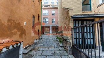 #Vivienda #Madrid Duplex en venta en #SanLorenzoDeElEscorial zona san lorenzo de el escorial #FelizLunes - Duplex en venta por 220.000€ , impecable, 3 habitaciones, 144 m², 2 baños, exterior, con ascensor, garaje 1 plaza/s, calefacción eléctrica