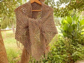 In & around my house : a triangle shawl !!!! (crochet)