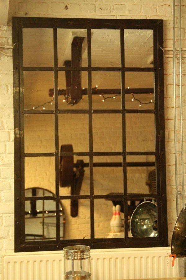 Magnifique grand miroir industriel massif
