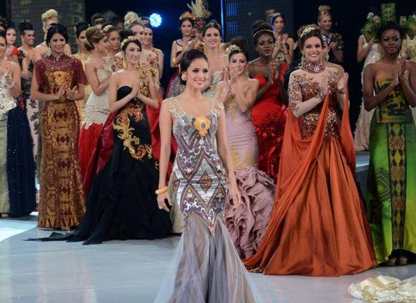 Miss Philippines Megan Young (C) is seen on the catwalk with other Miss World contestants in Nusa Dua, on the Indonesian island of Bali on September 24, 2013 | View photo - Yahoo OMG! Philippines