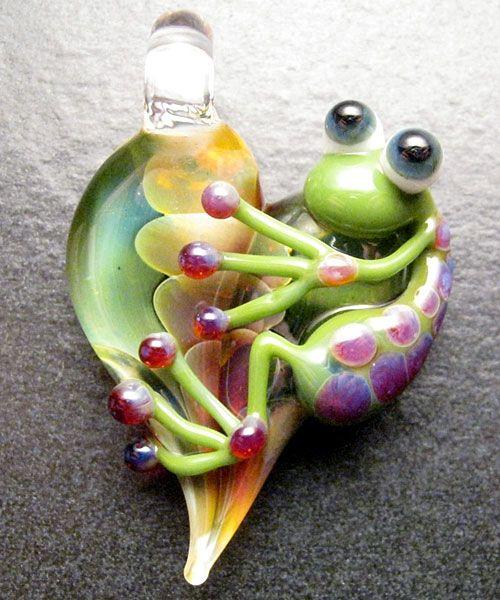 Heart pendant - Glass lampwork jewelry charm - Boomwire Glass: Frogs Pendants, Heart Frogs, Glasses Beads, Glasses Lampwork, Frogs Jewelry, Boomwir Glasses Lov, Jewelry Charms, Heart Pendants, Lampwork Jewelry