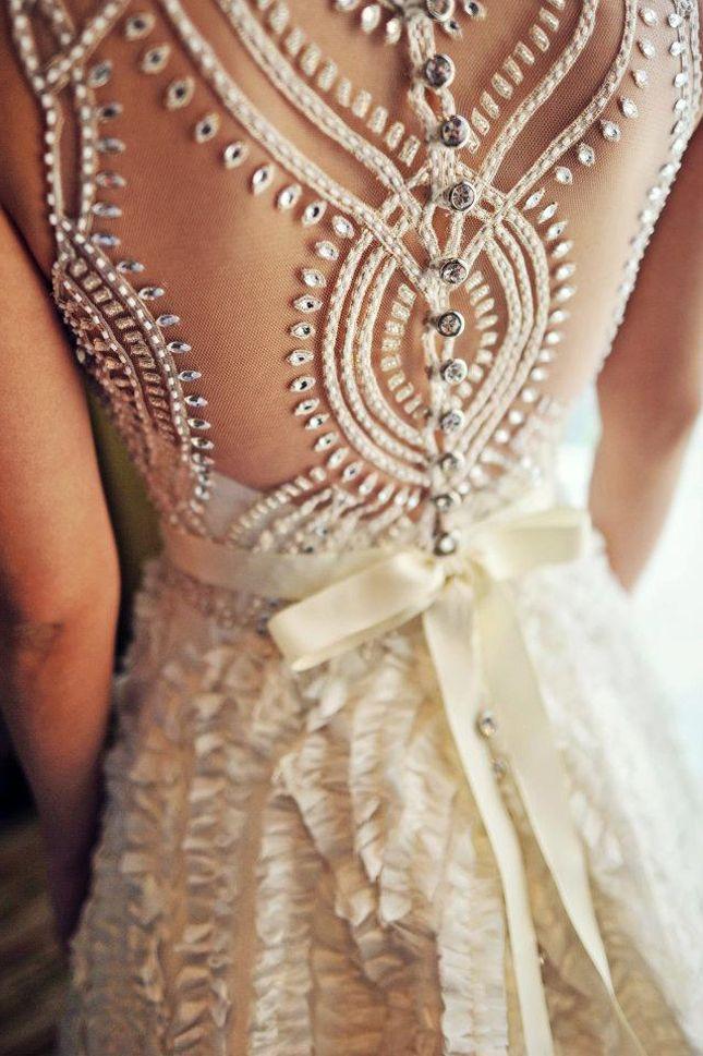 Handwork embroidered lacework back wedding dress