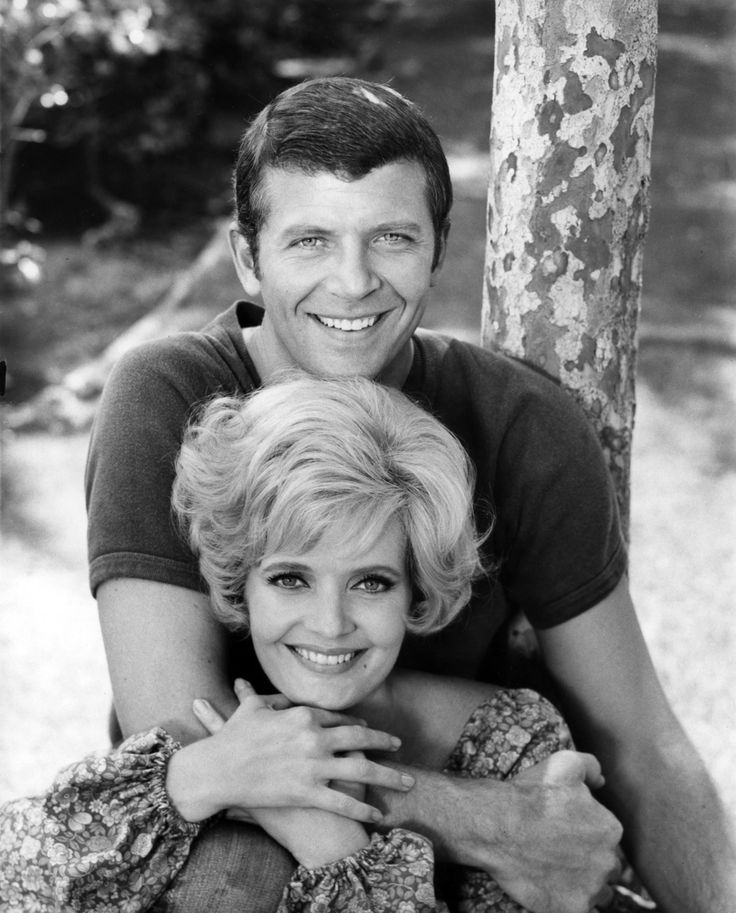 Florence Henderson Speculates About What Really Happened To Carol Brady's First Husband On 'The Brady Bunch'