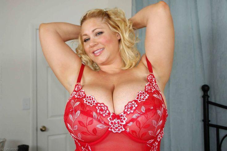 Christina aguilera big cleavage