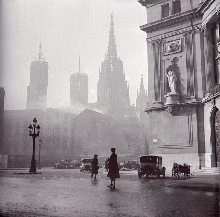 Via Layetana con la catedral de Barcelona al fondo. Francesc Català-Roca.