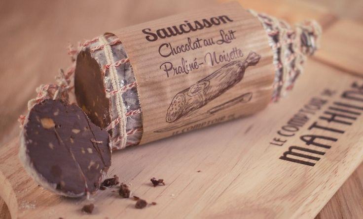 Шоколадная колбаса – популярный кондитерский десерт. Но британские мастера возвели это лакомство на новый уровень, создав истинный шоколадный сервелат. Лакомство оформлено, как настоящая дорогостоящая колбаса.