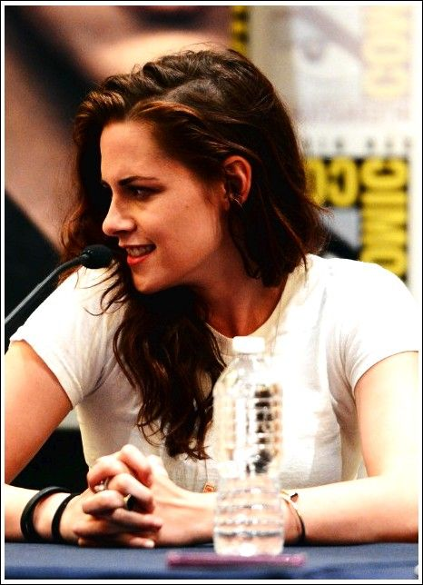Kristen Stewart layered, laterally divided, long, brown, wavy hairstyle