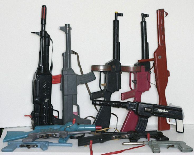 Игрушечные пистолеты, автоматы, винтовки