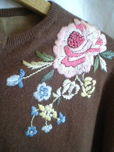 Lovely Vintage Embroidered 1950 Sweater por jclairep en Etsy