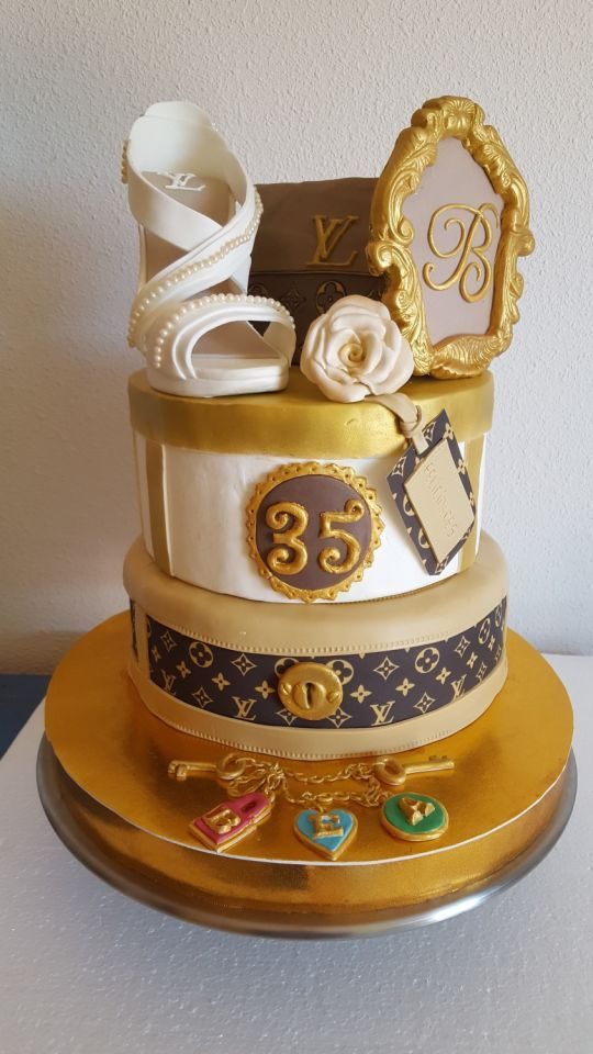 Hugo Cake Artist : The 380 best images about fashionable cakes on Pinterest ...