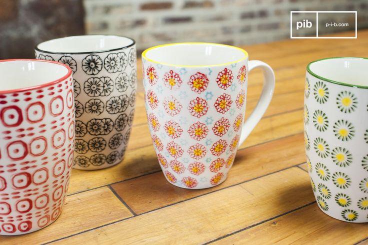 Interamente realizzate in porcellana, ognuna delle 4 tazze ha dei colori e dei motivi diversi