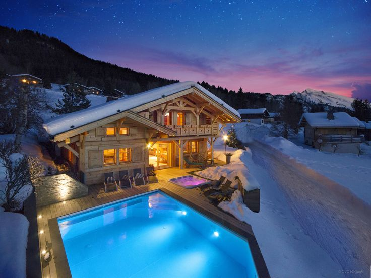 Luxury five-star La Clusaz chalet, sleeps 12;sauna, gym, hot tub, heated pool (summer), concierge service, near La Clusaz pistes, hour from Geneva airport