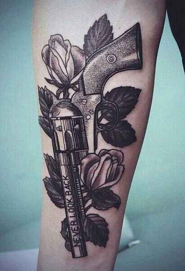 Artist: Matteo Pasqualin . Handfeuerwaffen gehören zu den spezielleren Tattoo-Motiven. Sie werden meist in den beiden Stilrichtungen Oldschool und Realistik gestochen. Waffen sind sowohl bei Frauen als auch bei Männern sehr beliebt und können in allen nur erdenklichen Größen und Farben umgese…
