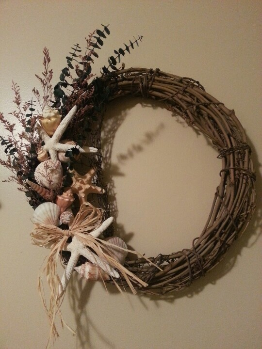 17 best images about seaside wreaths on pinterest for Seashell wreath craft ideas