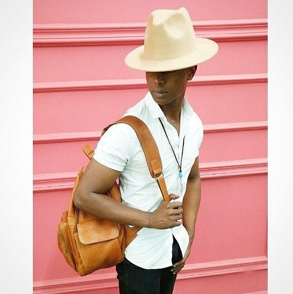 Cuando simplemente quieres una foto cool y casual  para registrar un outfit básico pero con todo el estilo para robarse las  miradas... Camisa: @sevenseven Jean: @zaramen Zapatos: @domenico Sombrero Borsalino: @monkey84palmira Colgante de turquesa y acero:  @felipevergara_7  #lookoftheday #casualstyle #menstyle #lookdeldía #fashionstyle #casualoutfit #hat #borsalino #mensaccessories #fashionphotography #retro #fashionblogger #men #blogger #cool #estilomasculino #malemodel  #follow4follow…