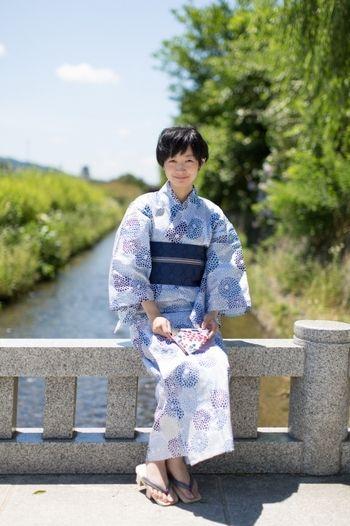 京都発、SOU・SOUの新作浴衣。繊細な菊の柄が素敵です。浴衣と帯を同系色で合わせて、すっきり綺麗にまとまっているコーディネート。