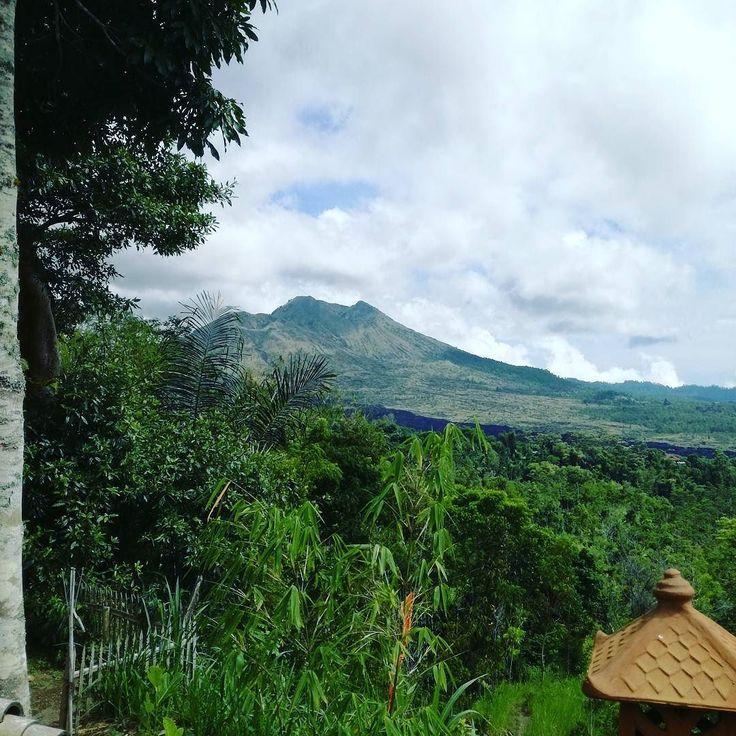 Gunung Batur salah satu pusat penambangan pasir (ilegal) di Bali. Dari sini pasir-pasir mengalir ke pembangunan di kota dan desa termasuk rumah kita.