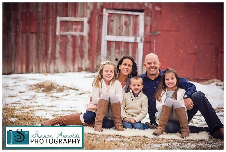 An old rustic red barn makes the perfect backdrop for family photos!  It's the perfect pop of color!  Photos by Sharon, www.sharonsphoto.com: Highlands Ranch Photographer