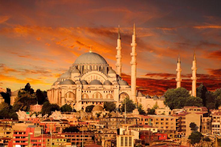 Istanbul: un viaggio tra Basiliche e Moschee più interessanti del Mondo #Basiliche, #Istanbul, #MoscheaBlu, #Moschee, #SantaSofia, #Viaggiare http://travel.cudriec.com/?p=4802