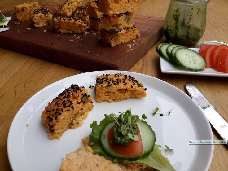 Koolhydraatarm hartig brood is makkelijk als ontbijt en zonder iets al heerlijk. Of met mayonaise en ei, kaas en sla of komkommer, pesto en tomaat!