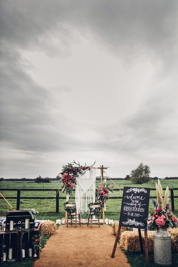 Outdoor Wedding Altar Decorations: Boho weddings are all about layered textures and colors. This can be a challenge to design when you are working with a blank space, whether that be an industrial loft or a empty field. For this fun event, the couple hung flowers and cream-colored macrame from an arch.