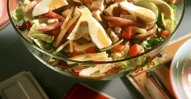Gemischter Salat mit Hühnchen   – Rundum gesund leben mit Eat Smarter – #eat #G… – Einfache Salat Rezepte
