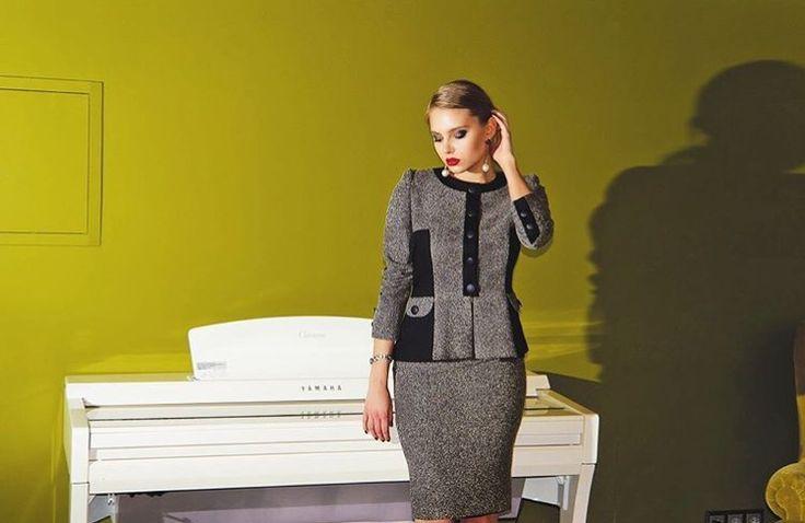 На Лизе классический костюм из твида 🕊 Ткань #Moschino В такую морозную погоду в самый раз ❄️ Цена 12.000₽ Доступен в XS и S Тел. или WA для заказа +7-965-277-3381  _________ #maylorofficial #твидовыйкостюм #костюмизтвида