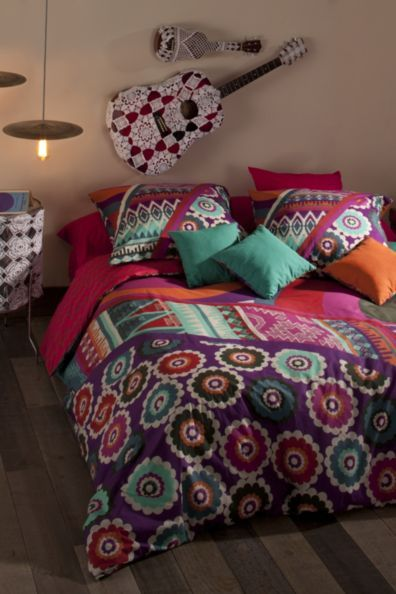 "Desigual REVERSIBLE Patch duvet cover. This exceptional quality duvet cover is made from 200 thread count 100% Cotton Percale, making it softer than normal cotton. ""Pack"" indicates a set that includes a duvet cover + pillowcase(s)."