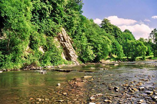 Hoczew - Rzeka Hoczewka i pomnik przyrody 'Progi skalne na Hoczewce'