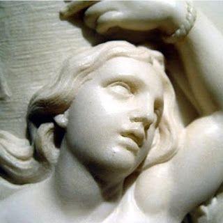 FUE EN ECLIPSE DE LUNA SANTA EULALIA // Luna sangrienta hay hoy en este eclipse como asimismo, hace ya muchos siglos, el poder terrenal también tiñese de rojo a virgen por la sangre y las llamas; era muy joven y se llamaba Eulalia. Siglo tercero, provincia del imperio,en Emérita Augusta, Diocleciano; si no incienso quemado en loor a dioses pena de muerte y torturas al cristiano. Eulalia niña apenas trece…—…