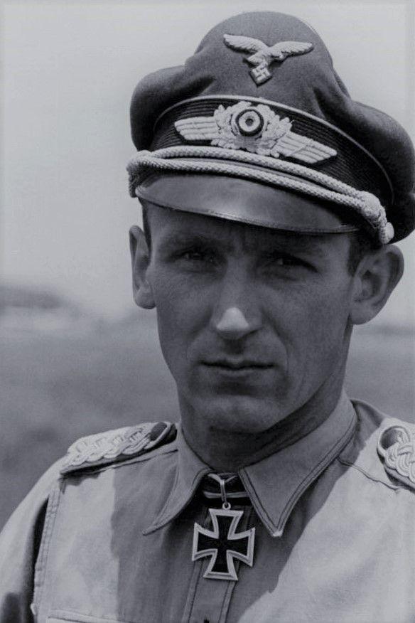 Hauptmann Herbert Lütje (1918-1967), Staffelkapitän 8./Nachtjagdgeschwader 1, Ritterkreuz 01.06.1943, Eichenlaub (836) 17.04.1945
