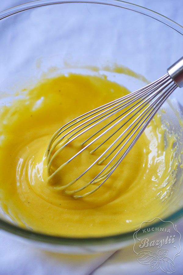 Sos holenderski jest doskonałym dodatkiem do grillowanych, pieczonych czy gotowanych szparagów. Jego smak nadaje daniom wyrazistości.
