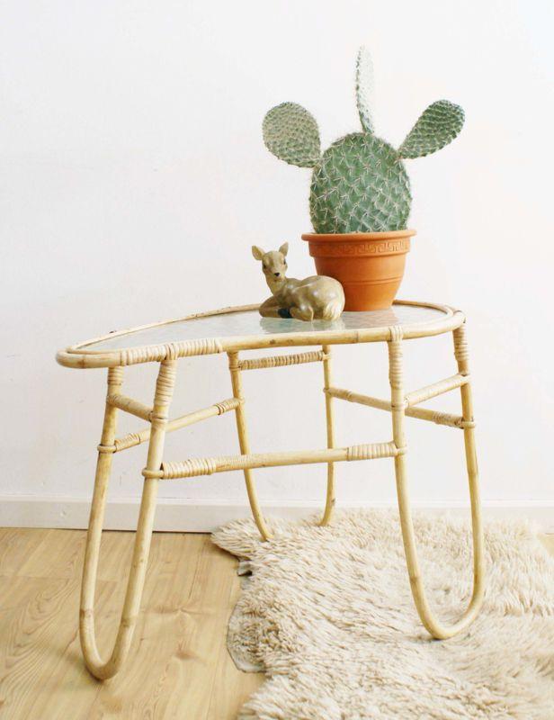 Toffe rotan retro salontafel. Vintage Rohe tafel met glazen blad.   Fabulous Furniture   Flat Sheep