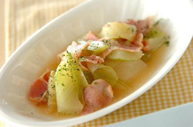 セロリとベーコンを一緒に煮た、洋風の煮物。セロリの葉はお好みで加えて下さい。セロリとベーコンの煮物[洋食/煮もの]2011.06.27公開のレシピです。