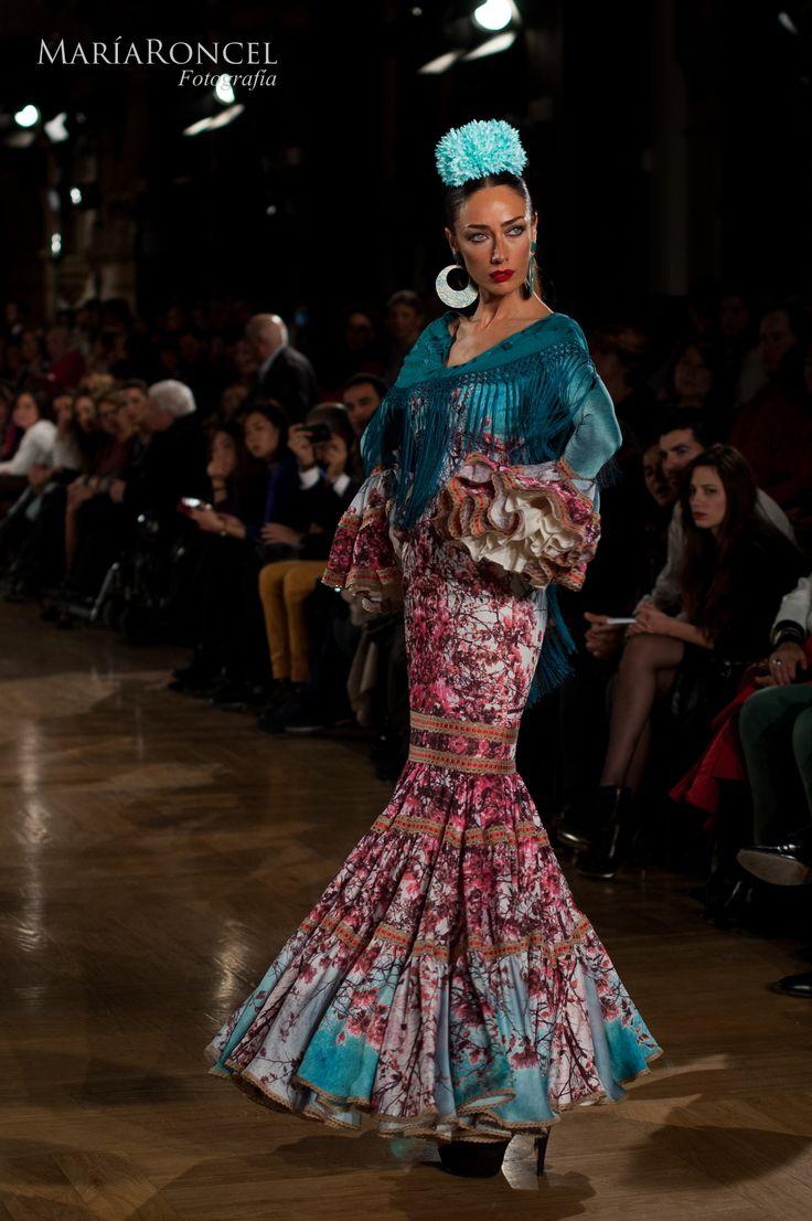 Vestido exclusivo nº 19. #TrajeDeFlamenca de la diseñadora #CarmenAcedo.  Espectacular combinación de colores.  Disponible en #Azahara, #Fuengirola.