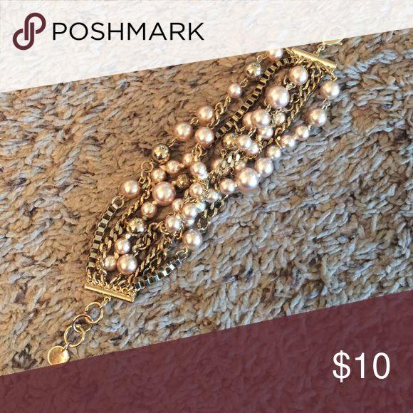 Stella and dot bracelet Gold pearl bracelet... Selling the matching necklace separately Stella & Dot Jewelry Bracelets