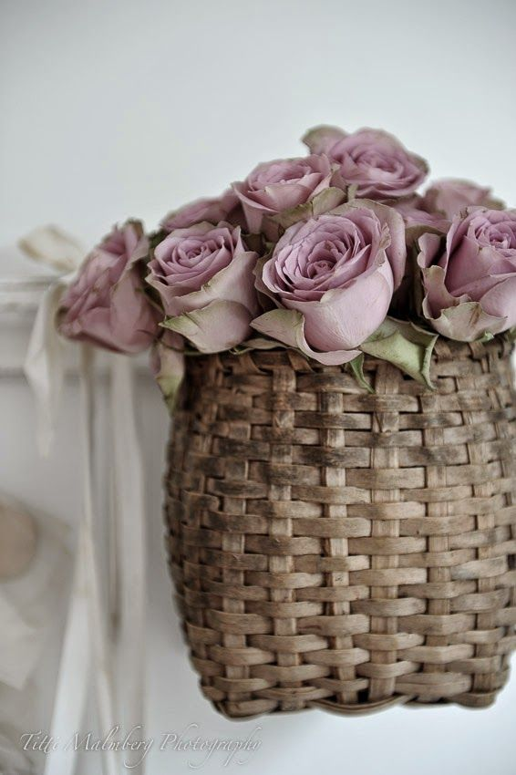 FLOWERS by ingrid and titti - Flowers in Baskets. Styling and photography © Titti Malmberg for HWIT BLOGG.