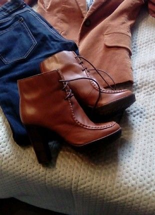 À vendre sur #vintedfrance ! http://www.vinted.fr/chaussures-femmes/bottines/49409156-boots-en-cuir-a-laces-camel-texto