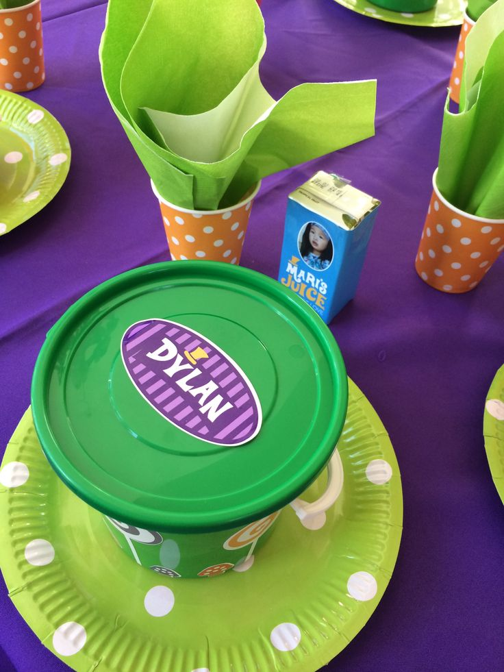 Willy Wonka table setting #willywonkaparty