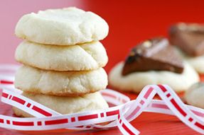Wow your friends and family this holiday season by whipping up some of these delicious cookies from baking expert Anna Olson.